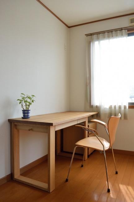 大人になってもずっと使える、ナラ無垢材のデスク・学習机
