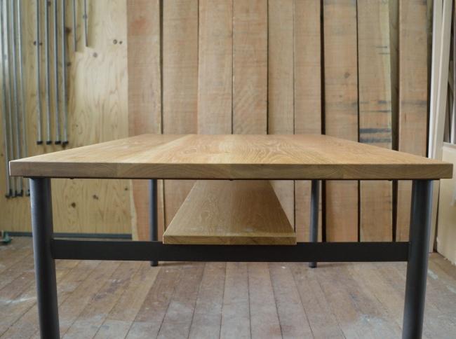 オーク無垢材の鉄脚テーブル