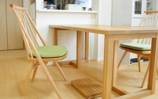 オーク無垢材のダイニングテーブル