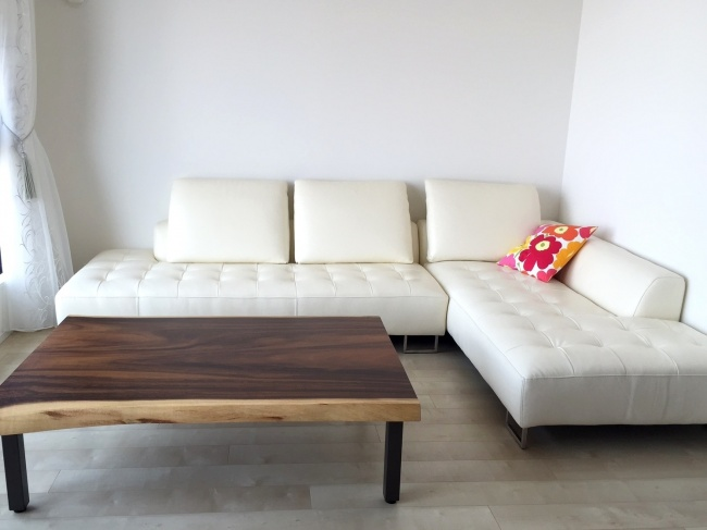 モンキーポッド一枚板のローテーブル
