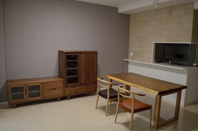 ウォールナットのオーダー家具と一枚板ダイニングセット