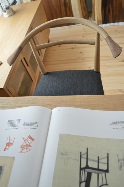 無垢材の椅子WOCアームチェア