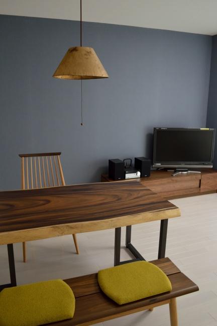 モンキーポッド一枚板ダイニングテーブルとウォールナットTVボード