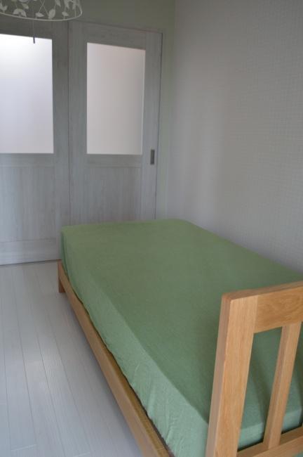 オーク無垢材ベッドフレーム