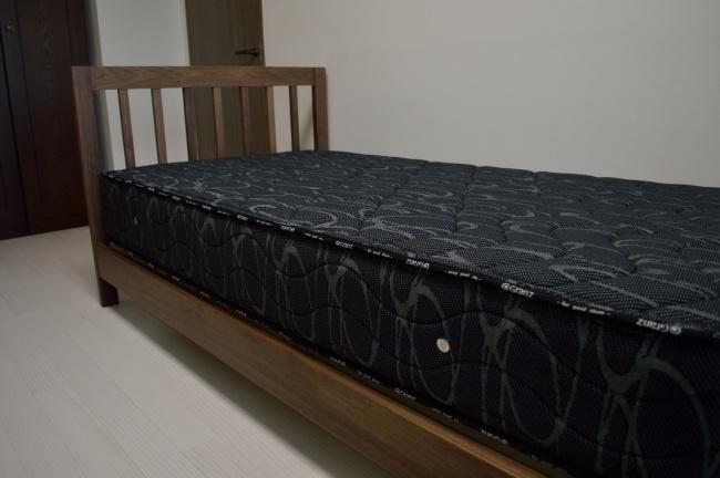 ウォールナット無垢材ベッドフレーム