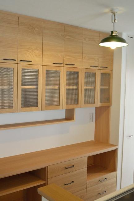オーク材チェッカーガラスのキッチンボード