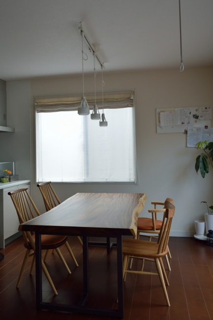 モンキーポッド一枚板のダイニングテーブルと椅子