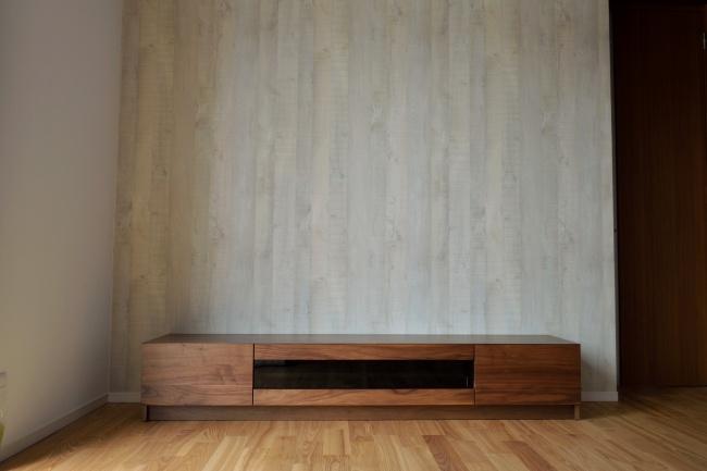 ウォールナット材のテレビボード