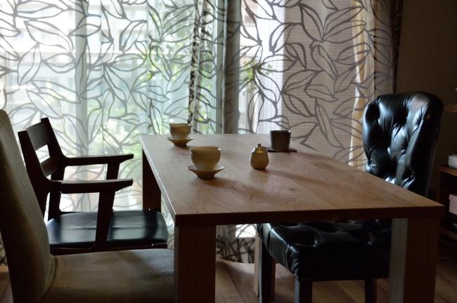 ブラックチェリー無垢材のテーブル