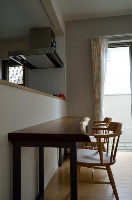 モンキーポッド一枚板のカウンターテーブル