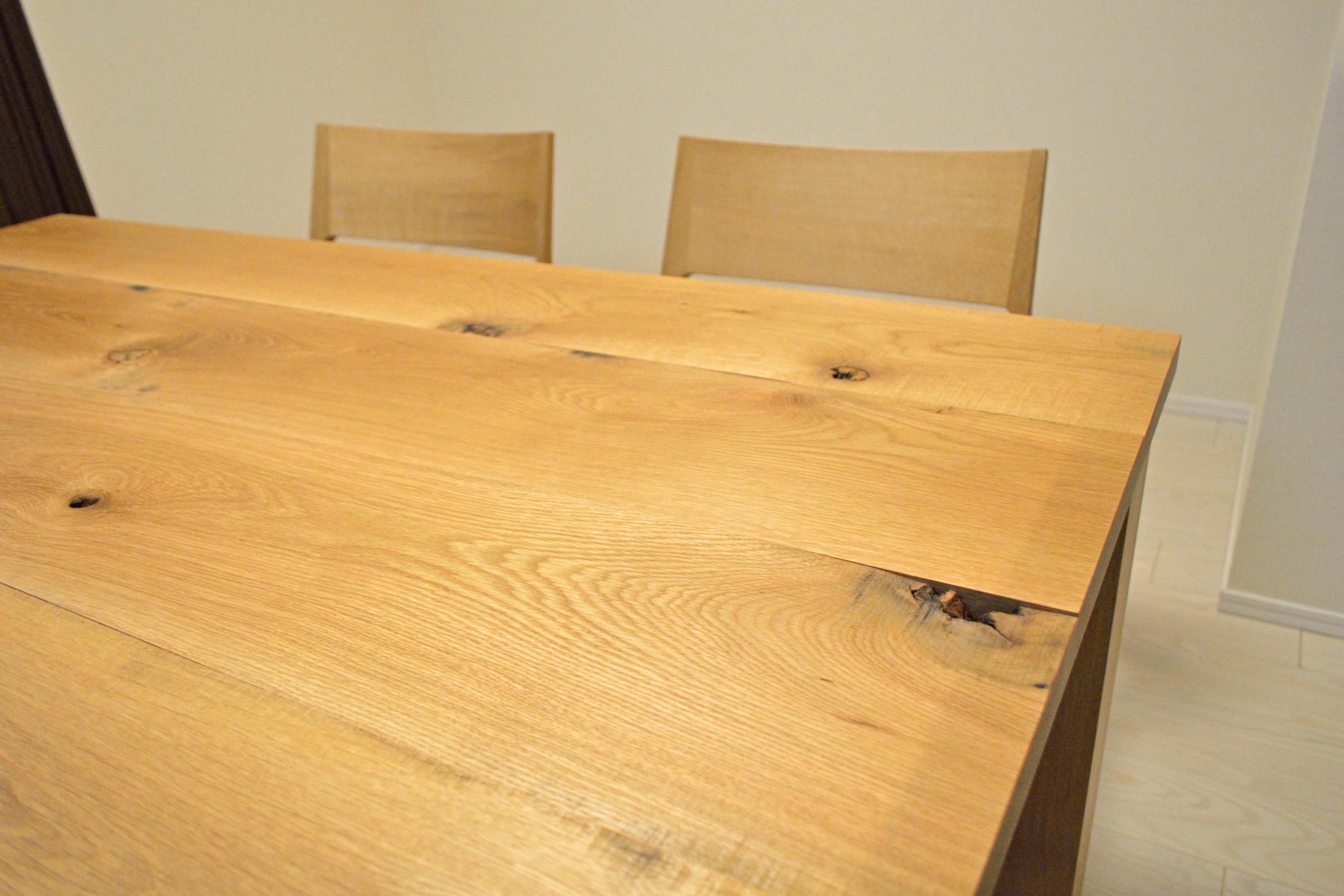 節いりのダイニングテーブル