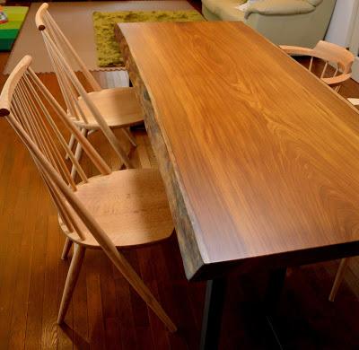 アサメラ一枚板のダイニングテーブルとシビルチェア
