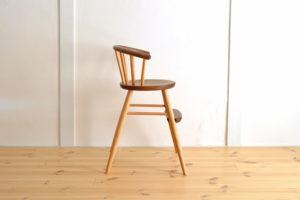木製の子ども椅子