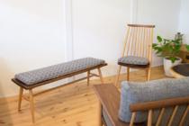 ベンチと椅子とミナタンバリン生地クッション