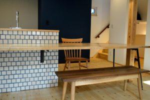 無垢材のベンチと椅子