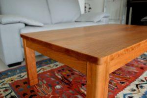 ブラックチェリー無垢材のローテーブル
