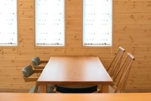 ブラックチェリー無垢材の耳付き天板ダイニングテーブル
