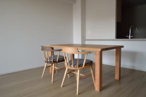 ブラックチェリー無垢材のダイニングテーブル