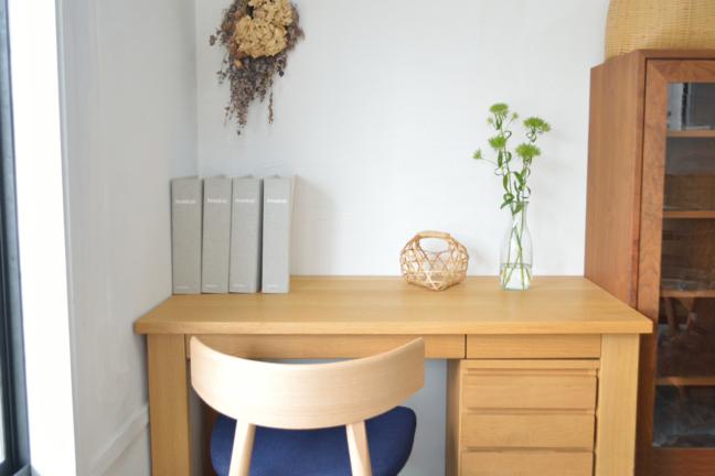オーク無垢材の椅子とデスク
