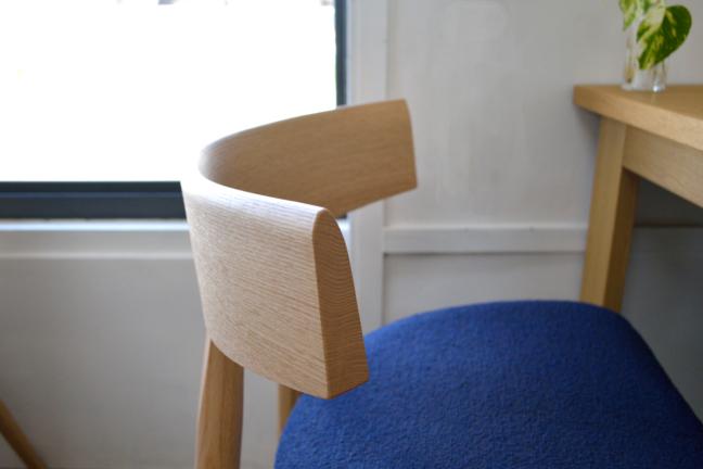 オーク無垢材の椅子