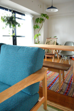 ブラックチェリー無垢材のソファ