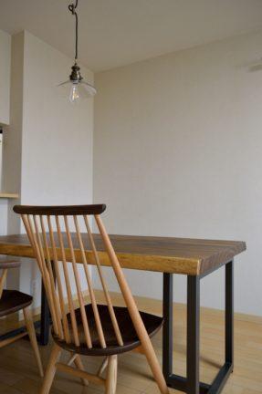 シビルチェアと一枚板テーブル