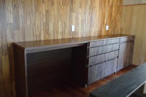 ウォールナットのキッチンボード カウンターボード 食器棚