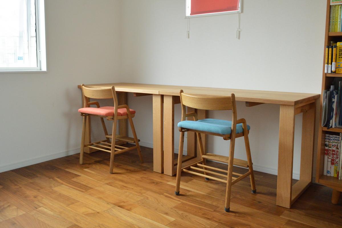 オーク無垢材の学習机と椅子