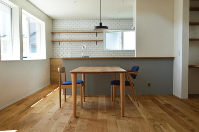 ダイニングテーブルとカイクリスチャンセンの椅子