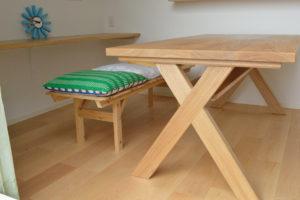 タモ無垢材クロス脚ダイニングテーブル