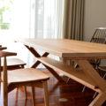 ブラックチェリー無垢材のクロス脚ダイニングテーブル