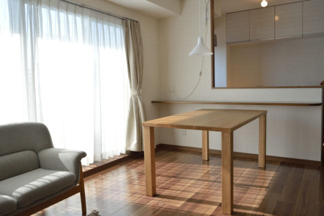 オーク無垢材のオーダーメイド製ダイニングテーブル