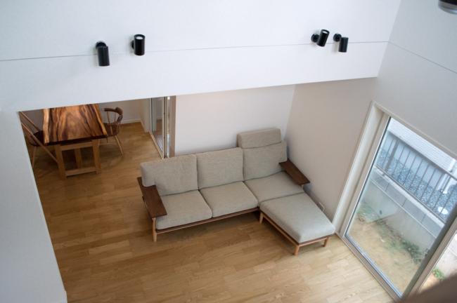 シビルソファとモンキーポッド一枚板のダイニングテーブル