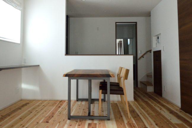 モンキーポッド一枚板ダイニングテーブルと日進木工椅子