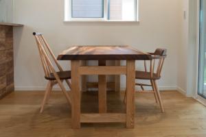 モンキーポッド一枚板テーブルとシビルチェア