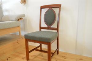 ミナのタンバリン生地で張替えた椅子