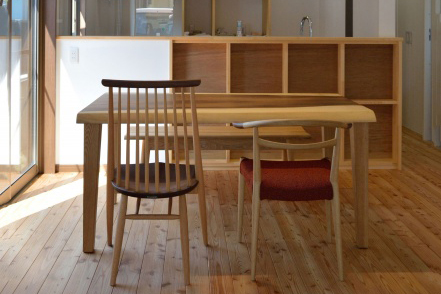 一枚板テーブルとWOC日進木工椅子