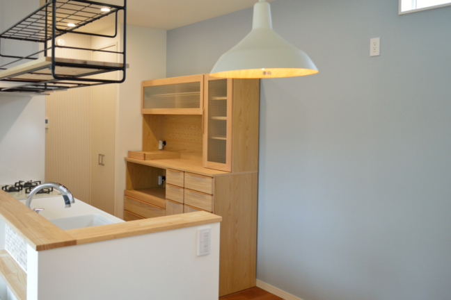 オーク材の食器棚