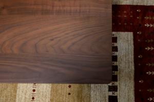 ウォールナット無垢材のリビングテーブル