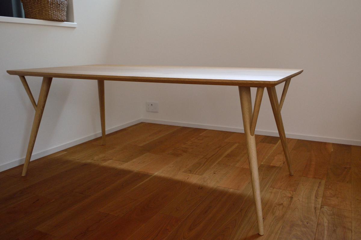 丸脚ダイニングテーブル