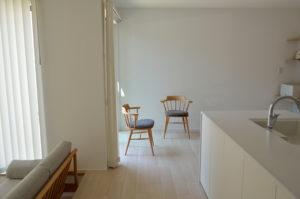 ミナペルホネンのタンバリン生地の椅子とソファ