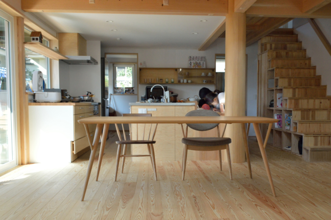 日進木工の丸脚ダイニングテーブル