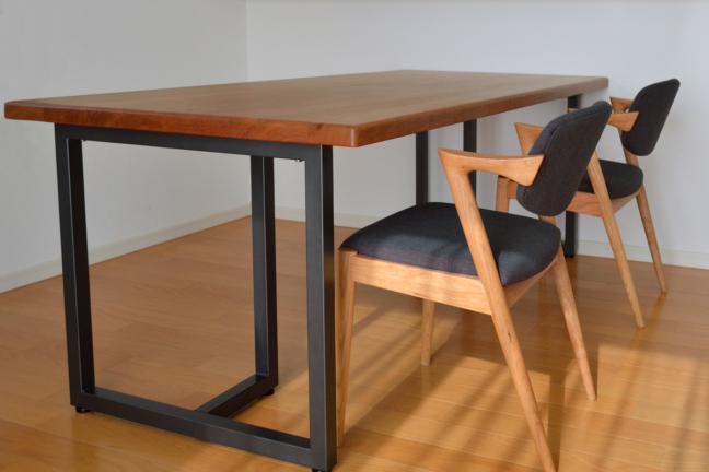 ブラックチェリー無垢材テーブルとNo42宮崎椅子製作所