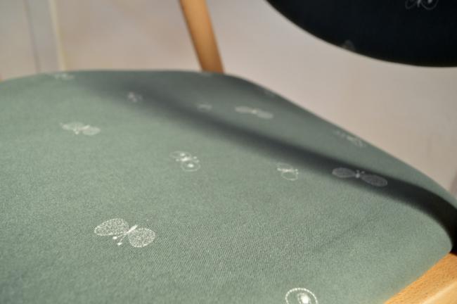 ミナペルホネンのチョウチョ生地の椅子