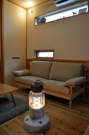 オーク無垢材のシンプルなソファー