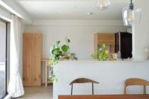 オーク材のラフなキッチンボード