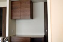 ウォールナット材吊り戸棚キッチンボード