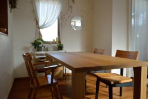 タモ無垢材厚天板のダイニングテーブル