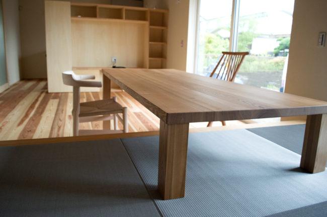タモ無垢材ダイニング兼ローテーブル