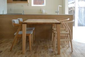 タモ無垢材ダイニングテーブルのオイル塗装仕上げ
